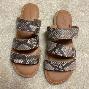 NWOT universal thread snakeskin print sandals